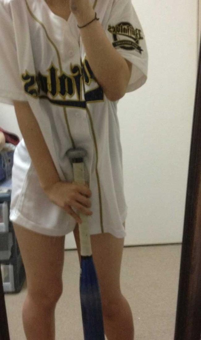 【ヌード画像】女の子が野球のユニフォーム着ると想像以上にエロくなるという事を女性自身はまだ知らないのだろうか?野球ユニのセクシー画像(50枚) 10