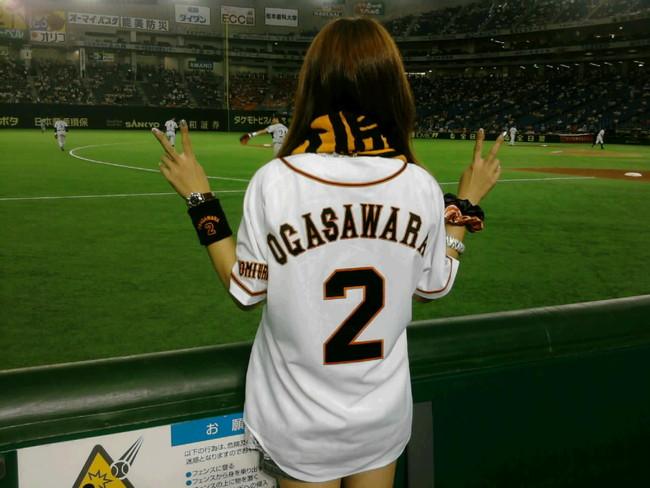 【ヌード画像】女の子が野球のユニフォーム着ると想像以上にエロくなるという事を女性自身はまだ知らないのだろうか?野球ユニのセクシー画像(50枚) 15