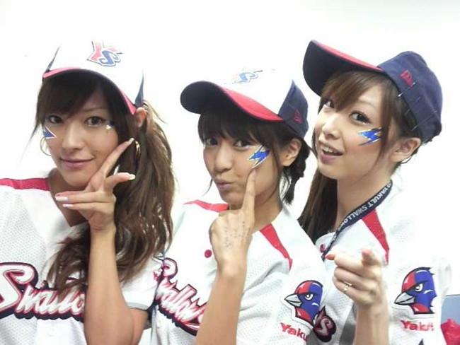 【ヌード画像】女の子が野球のユニフォーム着ると想像以上にエロくなるという事を女性自身はまだ知らないのだろうか?野球ユニのセクシー画像(50枚) 23