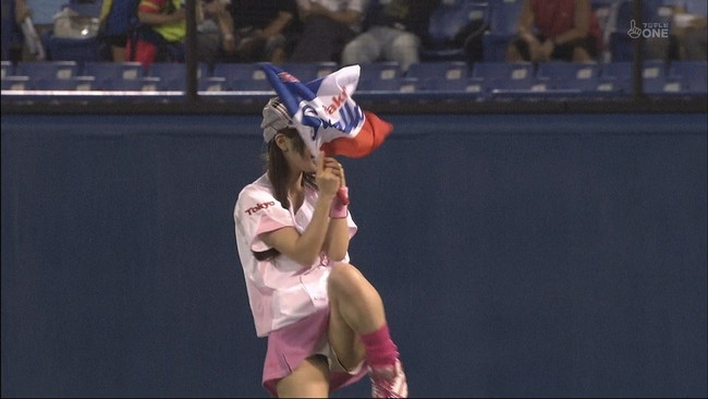 【ヌード画像】女の子が野球のユニフォーム着ると想像以上にエロくなるという事を女性自身はまだ知らないのだろうか?野球ユニのセクシー画像(50枚) 30