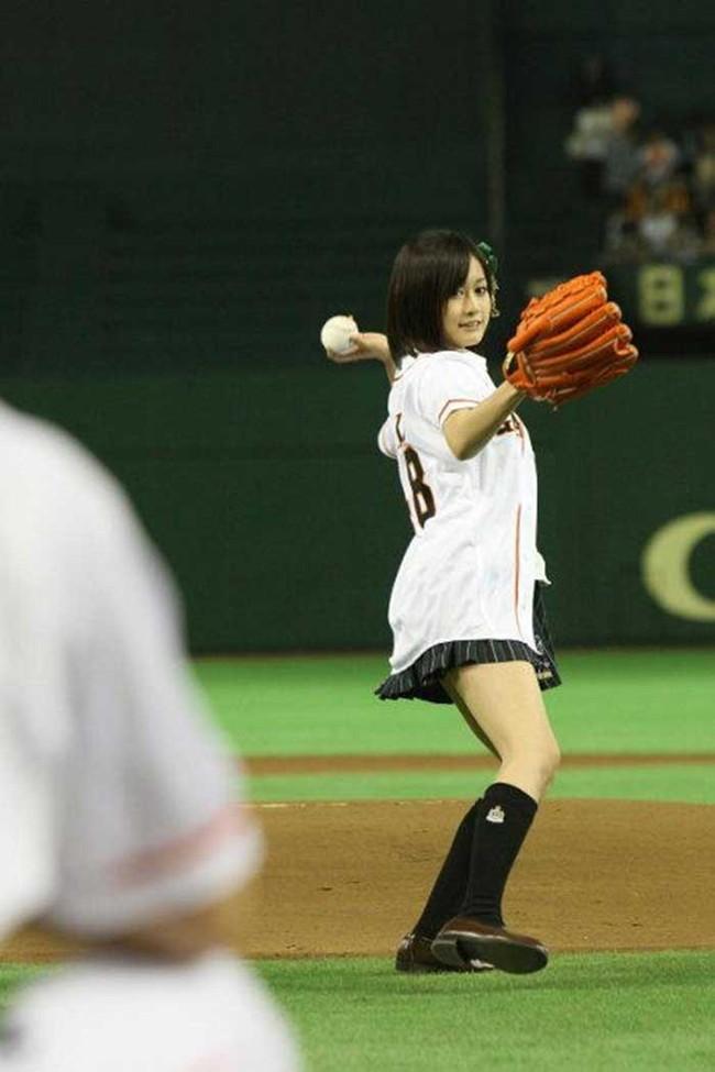【ヌード画像】女の子が野球のユニフォーム着ると想像以上にエロくなるという事を女性自身はまだ知らないのだろうか?野球ユニのセクシー画像(50枚) 38