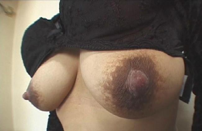 【ヌード画像】乳首色濃いと人間味があってこっちの方がエロい!と感じたらこの黒乳首ヌード画像集をどうぞww(50枚) 04
