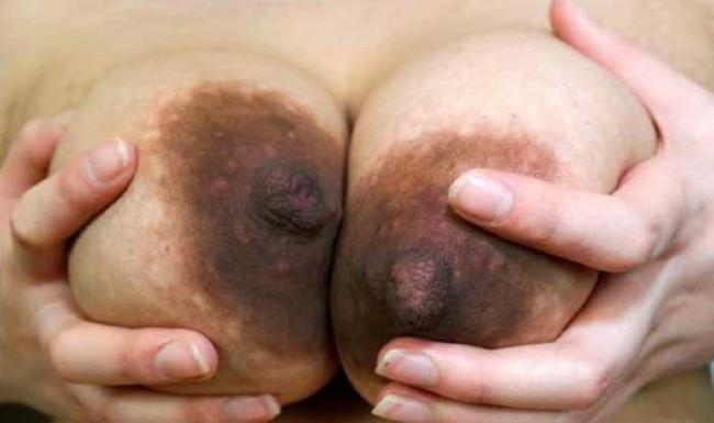 【ヌード画像】乳首色濃いと人間味があってこっちの方がエロい!と感じたらこの黒乳首ヌード画像集をどうぞww(50枚) 38