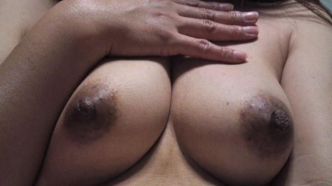【ヌード画像】乳首色濃いと人間味があってこっちの方がエロい!と感じたらこの黒乳首ヌード画像集をどうぞww(50枚) 41