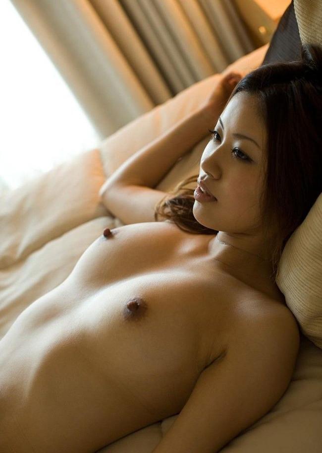 【ヌード画像】乳首色濃いと人間味があってこっちの方がエロい!と感じたらこの黒乳首ヌード画像集をどうぞww(50枚) 49