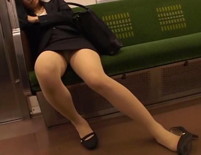 【ヌード画像】エロい!エロいぞリクルートスーツ!この初々しさとぴったりお尻のギャップ感がたまりません!(50枚) 08
