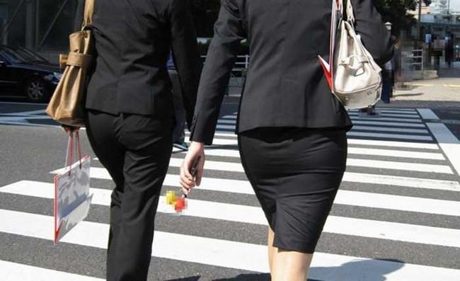 【ヌード画像】エロい!エロいぞリクルートスーツ!この初々しさとぴったりお尻のギャップ感がたまりません!(50枚) 46