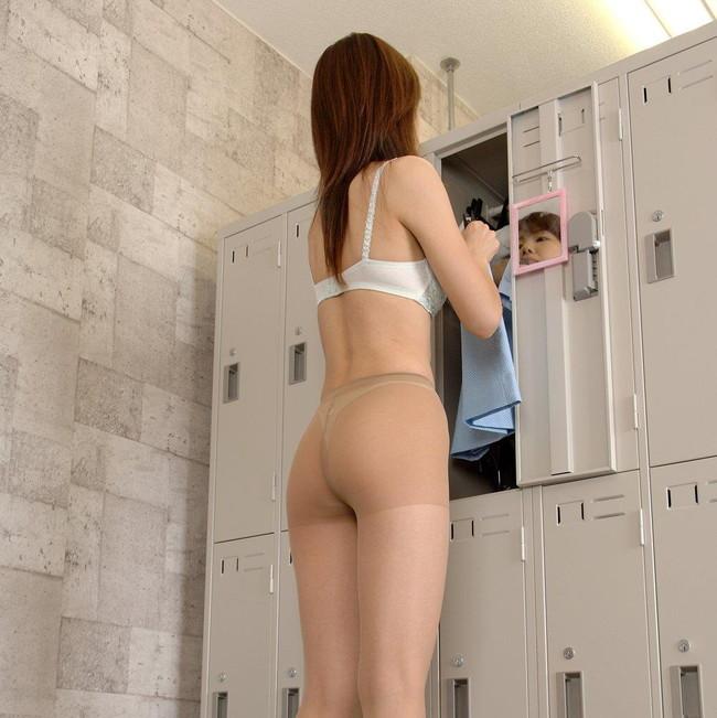 【ヌード画像】着替え中の女性って思いっきりエロいよね。着替後すぐまた脱がしたくなる超エロい着替え画像集!(50枚) 36