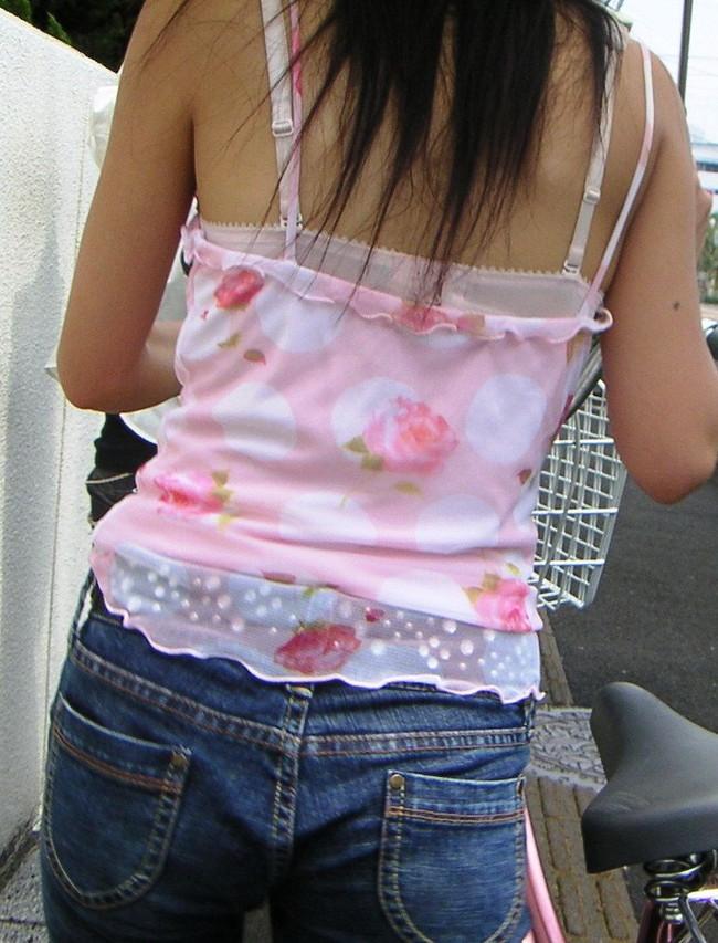 【ヌード画像】キャミソールとか言うエロ的には超優良な服装が、普通に街中でも見れるようになった幸せをかみしめるキャミのエロ画像集(50枚) 09