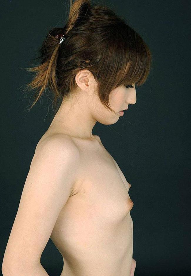 【ヌード画像】エロのバロメーターである乳首ピンコ立ちがハンパない!人さし指でふるふるしたくなるビンビンの乳首画像集!(50枚) 08