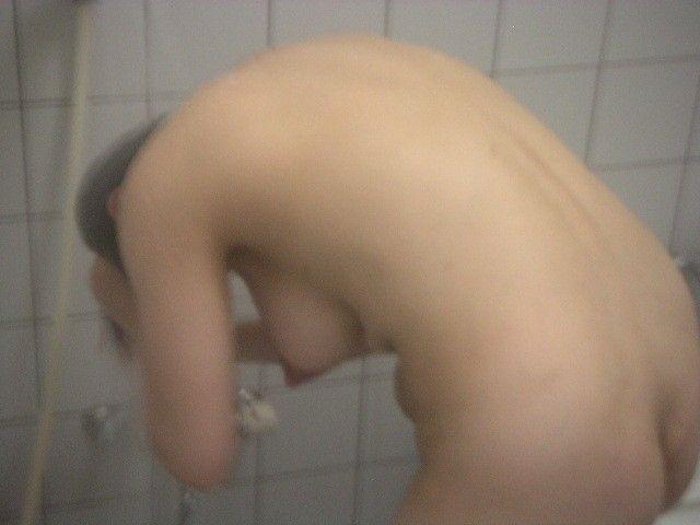 【ヌード画像】シャワーやお風呂で湿った女性の裸体がエロすぎる(30枚) 16