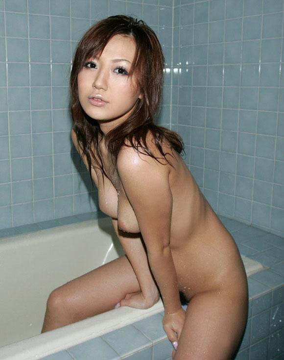 【ヌード画像】シャワーやお風呂で湿った女性の裸体がエロすぎる(30枚) 24