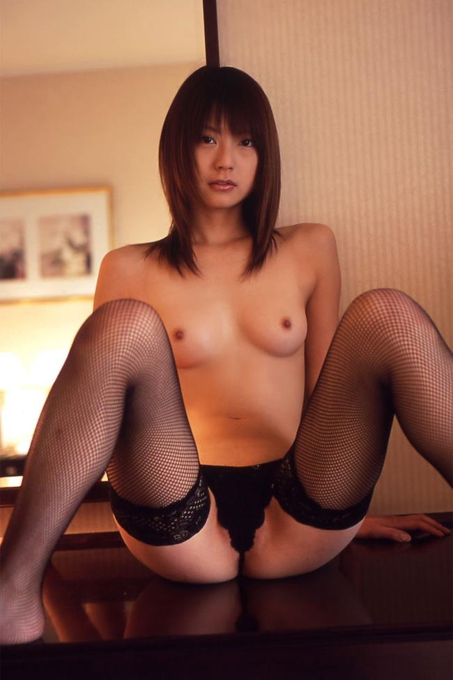 【ヌード画像】M字開脚で股おっぴろげて男を誘惑している画像(30枚) 30