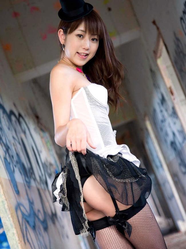 【ヌード画像】スカートたくし上げて下着を晒す淫乱美少女まとめ(30枚) 22