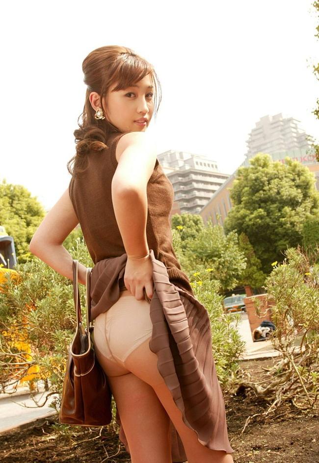 【ヌード画像】スカートたくし上げて下着を晒す淫乱美少女まとめ(30枚) 26