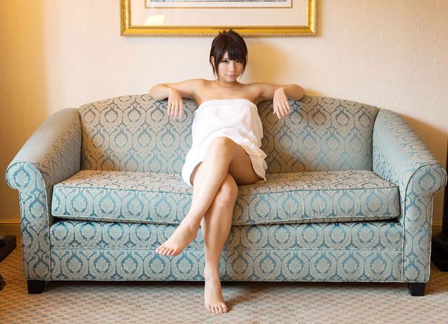 【ヌード画像】バスタオルで隠しても隠し切れない裸体とおっぱい(36枚) 03