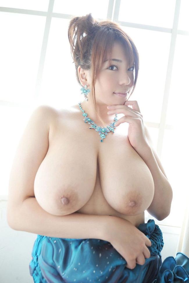 【ヌード画像】たわわな巨乳から驚愕の爆乳まで、でかいおっぱい画像(31枚) 16