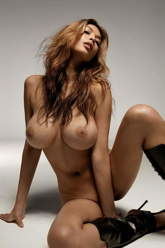 【ヌード画像】たわわな巨乳から驚愕の爆乳まで、でかいおっぱい画像(31枚) 17