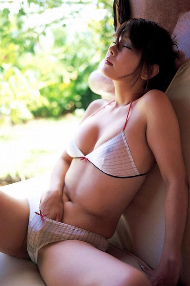【ヌード画像】スタイル抜群の女性が下着姿でポーズを取ったら(35枚) 03