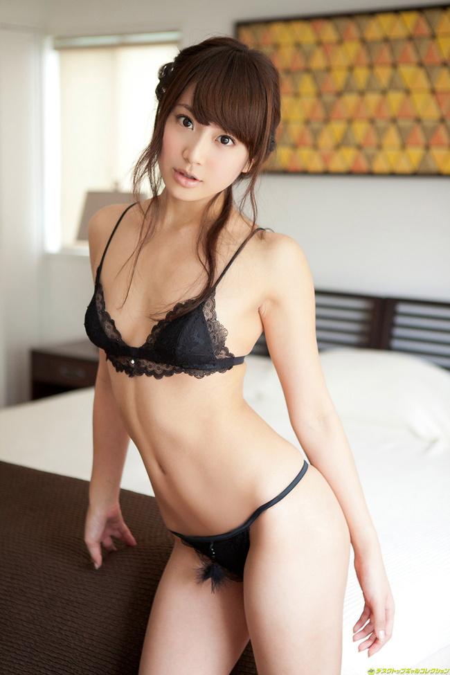 【ヌード画像】スタイル抜群の女性が下着姿でポーズを取ったら(35枚) 14