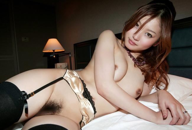 【ヌード画像】スタイル抜群の女性が下着姿でポーズを取ったら(35枚) 16