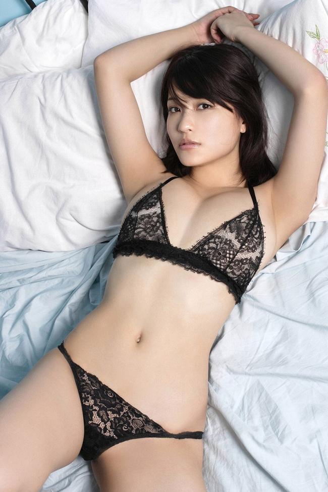 【ヌード画像】スタイル抜群の女性が下着姿でポーズを取ったら(35枚) 22