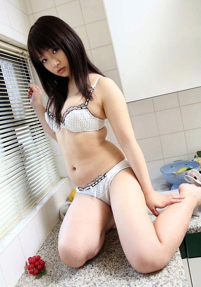 【ヌード画像】スタイル抜群の女性が下着姿でポーズを取ったら(35枚) 31