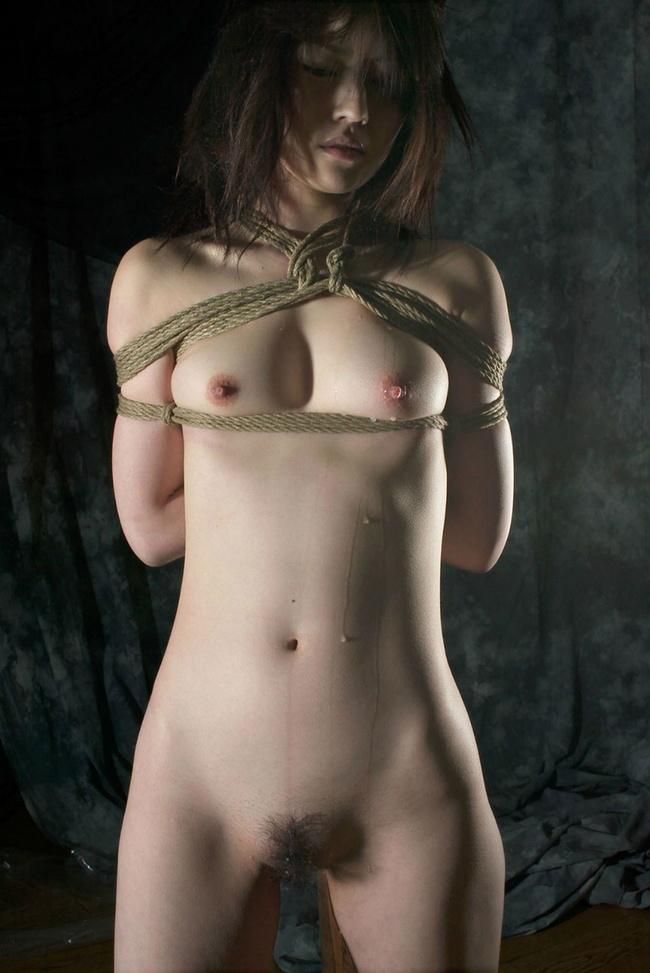 【ヌード画像】M奴隷が縄で縛られた際に浮かべる儚い表情の画像(31枚) 02