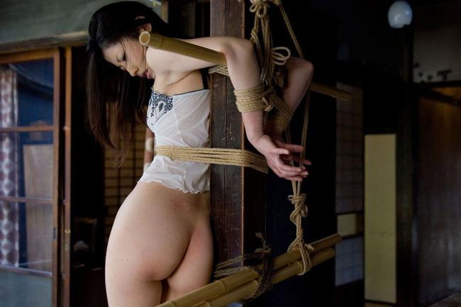 【ヌード画像】M奴隷が縄で縛られた際に浮かべる儚い表情の画像(31枚) 16