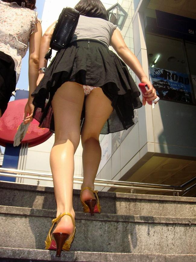 【ヌード画像】前屈み+ローアングルによるパンチラ・美尻・太もも(30枚) 09