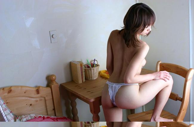 【ヌード画像】くびれと美尻、そのラインが美しい背中画像(30枚) 25