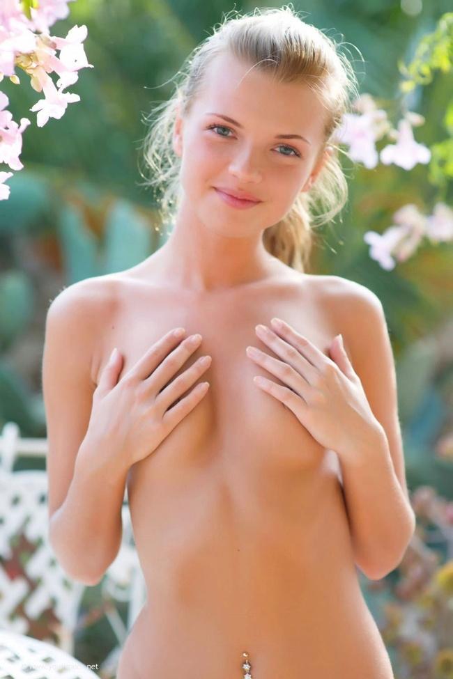 【ヌード画像】ブロンドヘアーの白人さんのフルヌード画像(31枚) 13