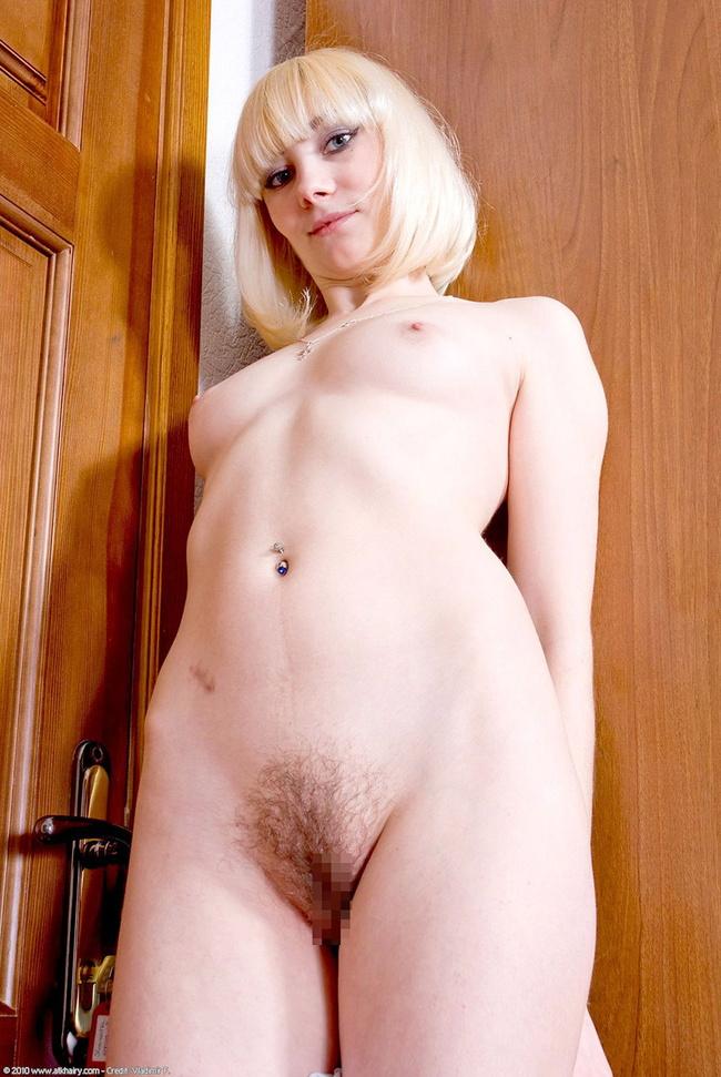 【ヌード画像】ブロンドヘアーの白人さんのフルヌード画像(31枚) 27