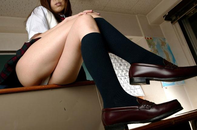 【ヌード画像】制服スカートでパンモロしている画像(35枚) 28