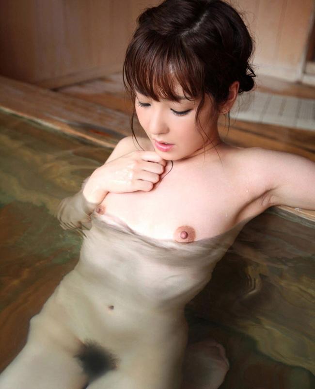 【ヌード画像】全裸でお風呂に浸かる女の子の画像(33枚) 18