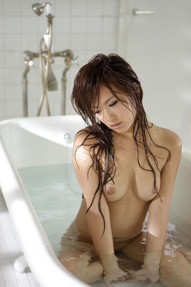 【ヌード画像】全裸でお風呂に浸かる女の子の画像(33枚) 30