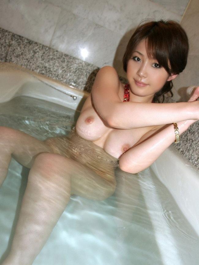 【ヌード画像】全裸でお風呂に浸かる女の子の画像(33枚) 32
