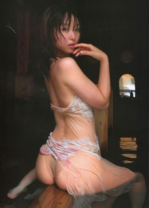 【ヌード画像】スタイル抜群すぎる吉木りさの水着画像(32枚) 21
