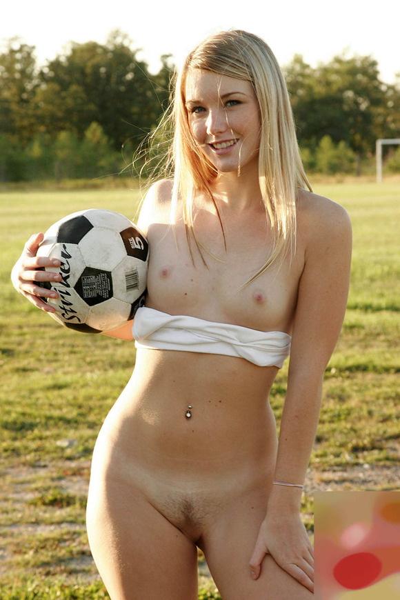 【ヌード画像】貧乳の白人さんのピンク乳首がエロ可愛い(30枚) 28