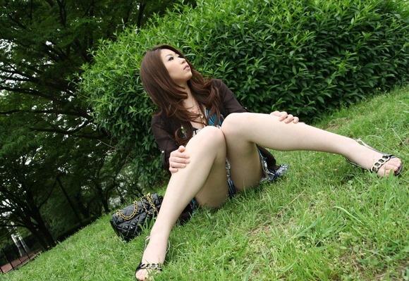 【ヌード画像】脚をM字に開いてパンモロしている画像(30枚) 03