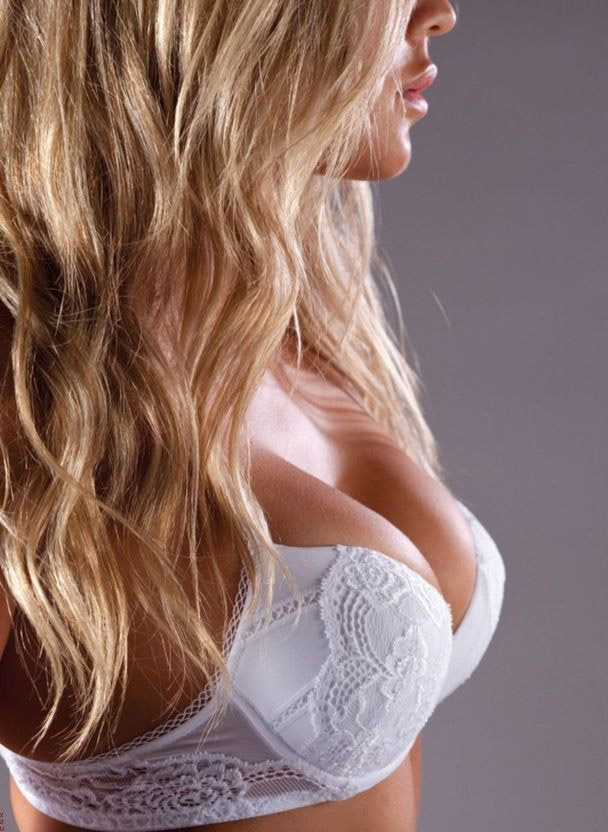 【ヌード画像】脱ぎきっていない白人の着衣&セミヌード画像(37枚) 01
