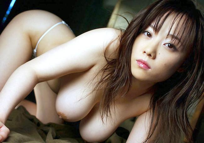 【ヌード画像】まん丸メロン系の巨乳と爆乳画像まとめ(30枚) 30