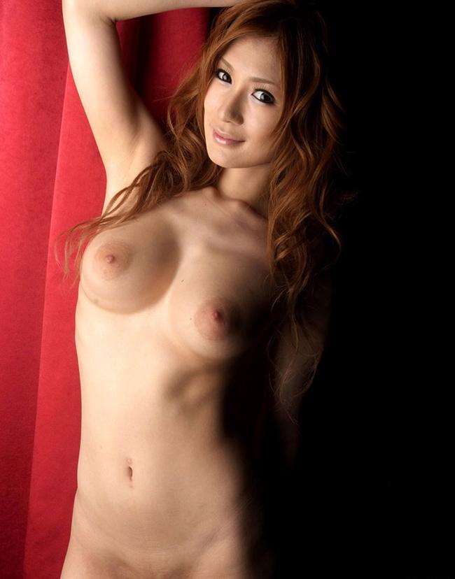【ヌード画像】まん丸メロン系の巨乳と爆乳画像まとめ(30枚) 06