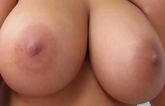 【ヌード画像】まん丸メロン系の巨乳と爆乳画像まとめ(30枚) 20