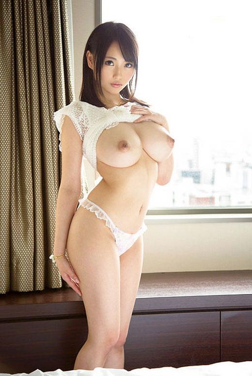 【ヌード画像】まん丸メロン系の巨乳と爆乳画像まとめ(30枚) 26