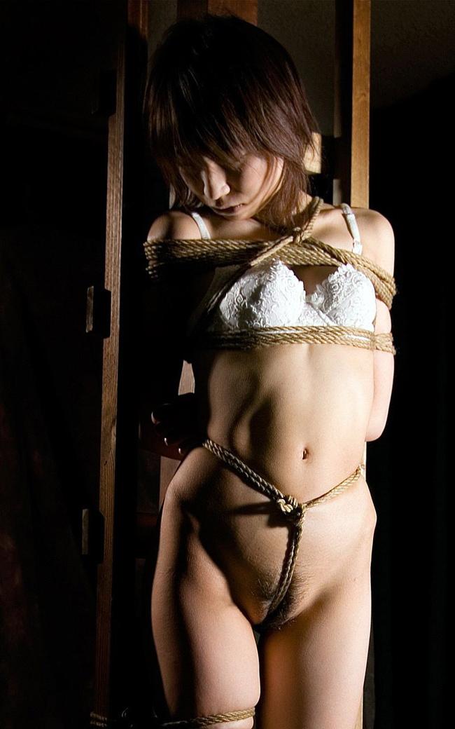 【ヌード画像】荒縄で縛られた女体ヌードの哀愁漂う画像(34枚) 06