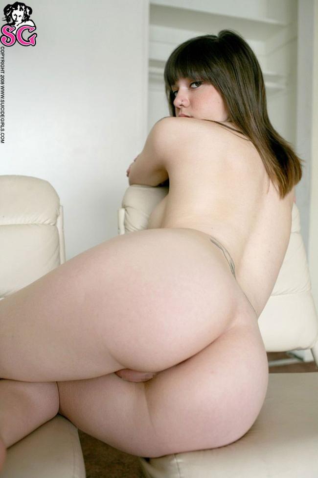 【ヌード画像】黒髪・ブラウンヘアーの白人ヌード画像(30枚) 23