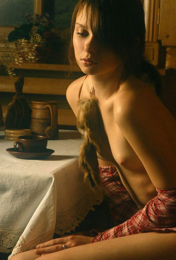 【ヌード画像】黒髪・ブラウンヘアーの白人ヌード画像(30枚) 27