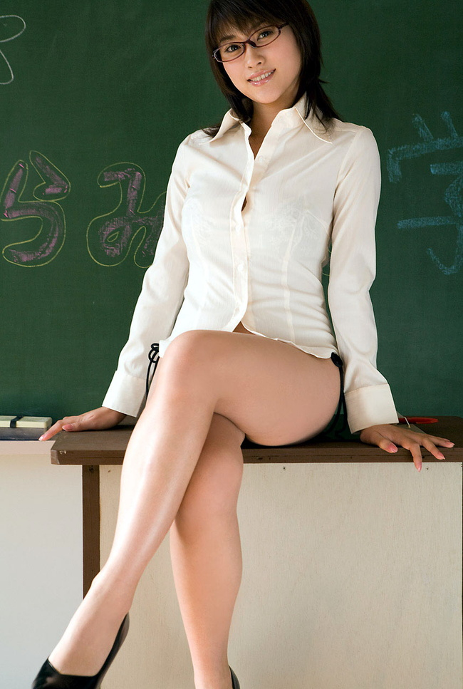 【ヌード画像】女教師という名のエロ専門の先生と教室画像(30枚) 02