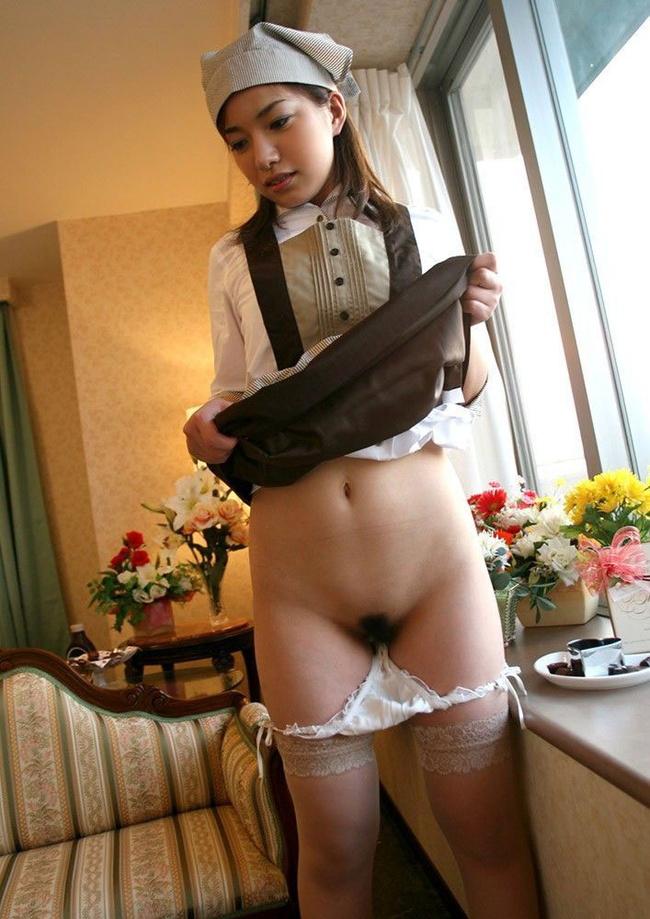 【ヌード画像】スカート捲ってくれているありがたい女の子(32枚) 08